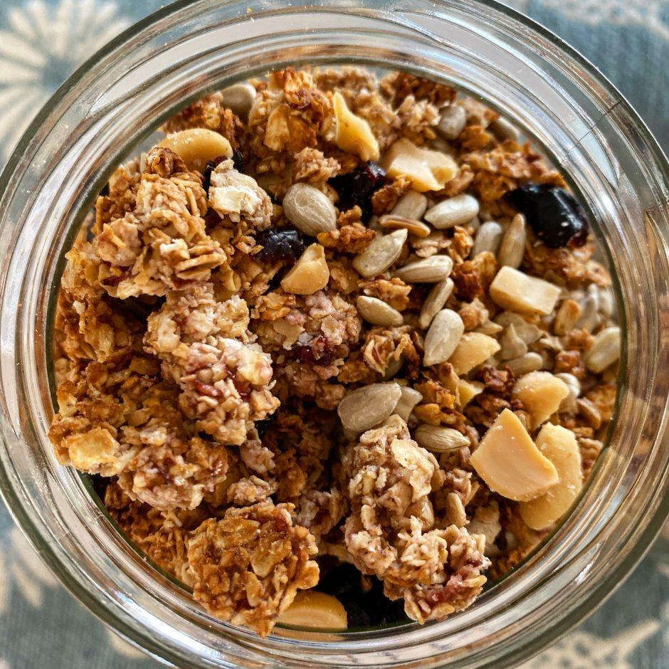 Peanut butter & jelly granola  – Γκρανόλα με φιστικοβούτυρο και μαρμελάδα